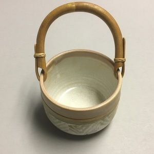 Ceramic pot with bamboo handle